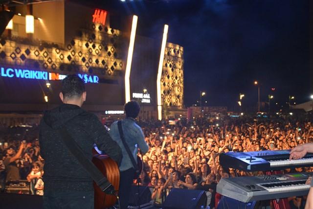 Buray konserine Sivaslılar yoğun ilgi gösterdi.