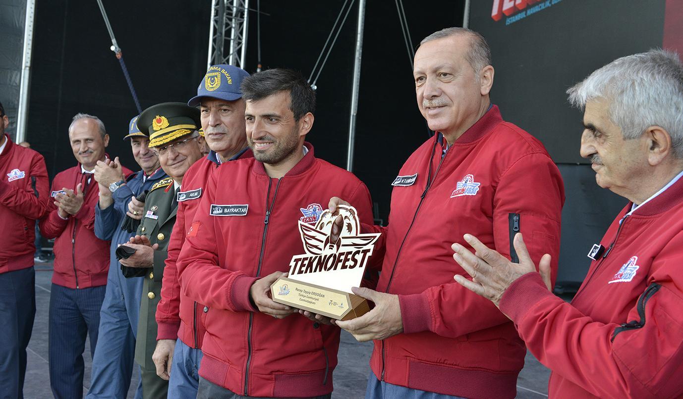 Cumhurbaşkanı Erdoğan'ı TEKNOFEST'te Bir Sürpriz Karşıladı