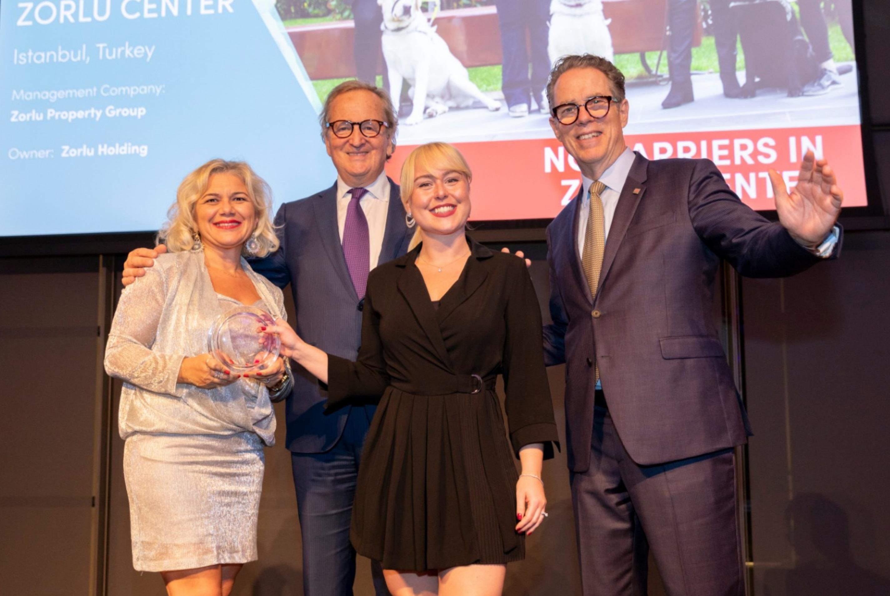 """Zorlu Center'ın """"Zorlu'da Engel Yok"""" projesi ICSC Foundation tarafından ödüle layık görüldü"""