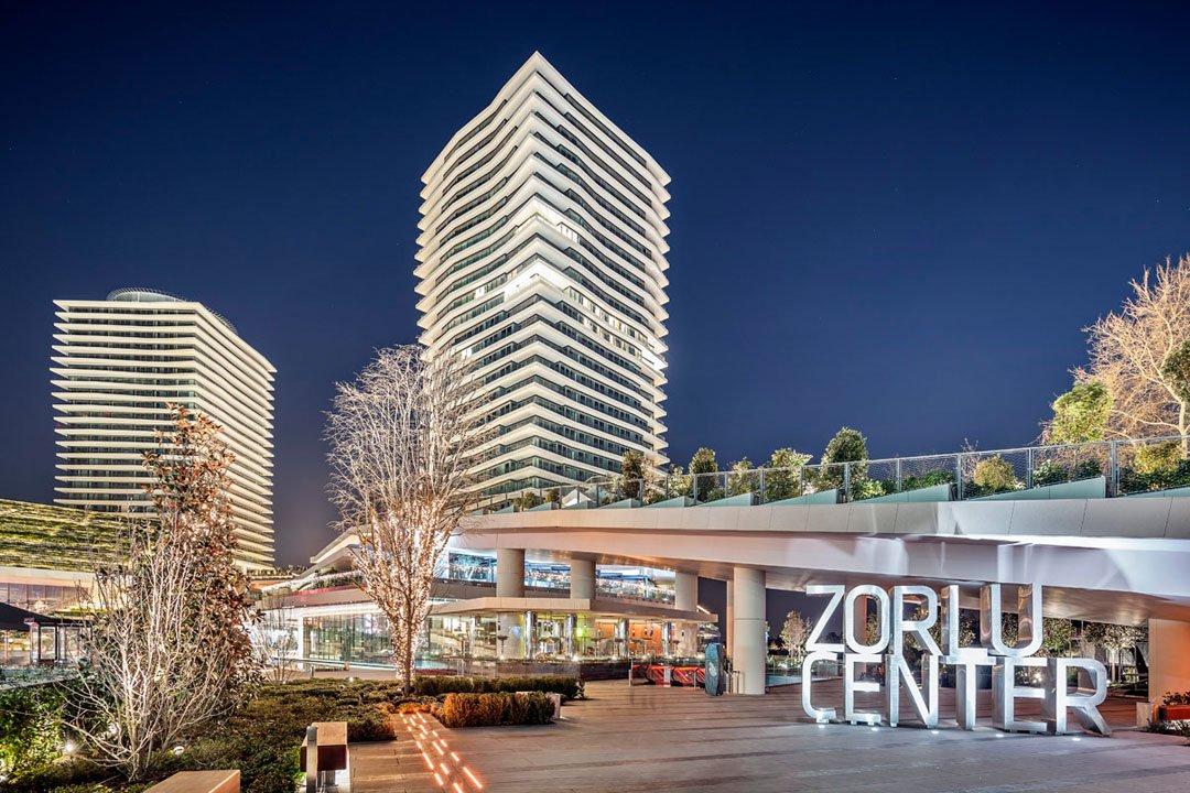 Zorlu Center'da Meydan Katı Ortak Alanın Bir  Bölümünde Asma Tavan Düşmesi Meydana Geldi.