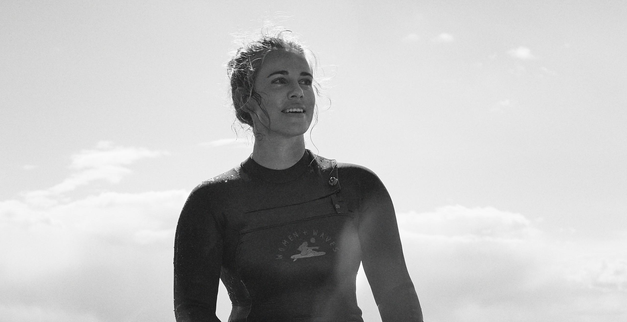 H&M, tamamı kadınlardan oluşan sörf topluluğu Women + Waves ile sürdürülebilir bir mayo koleksiyonu için iş birliği yaptı.